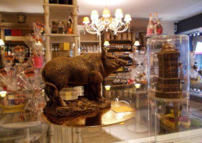 Sanglier en chocolat dans la boutique Terra Chocolata de Verdun 55100 - Réalisé avec un moule thermoformé